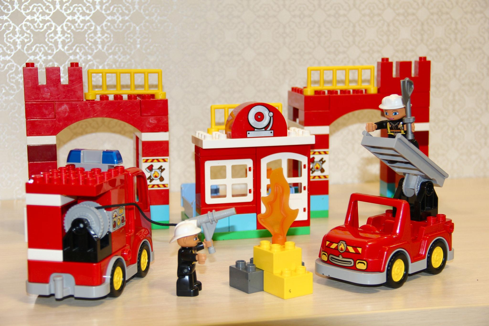 Lego Duplo 10593 Fire Station 12