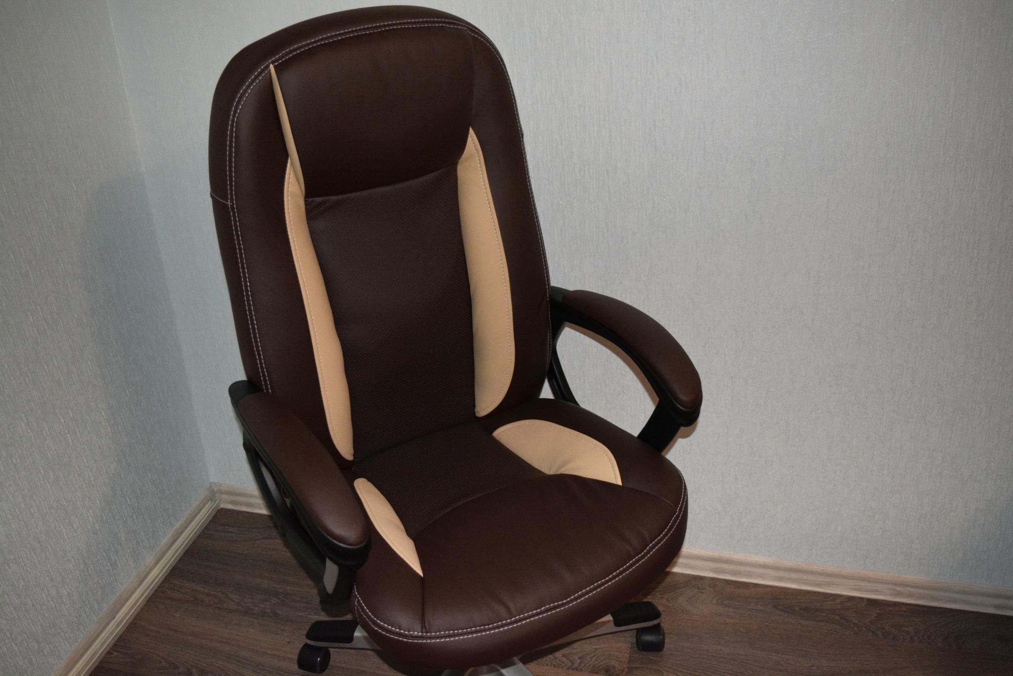 трется о кресло онлайн