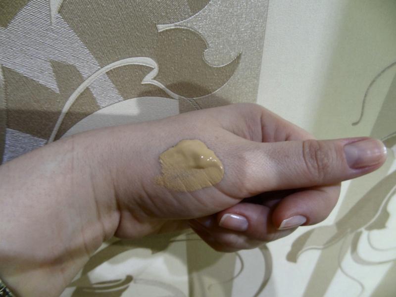 Обзор на Стойкий матирующий тональный крем L