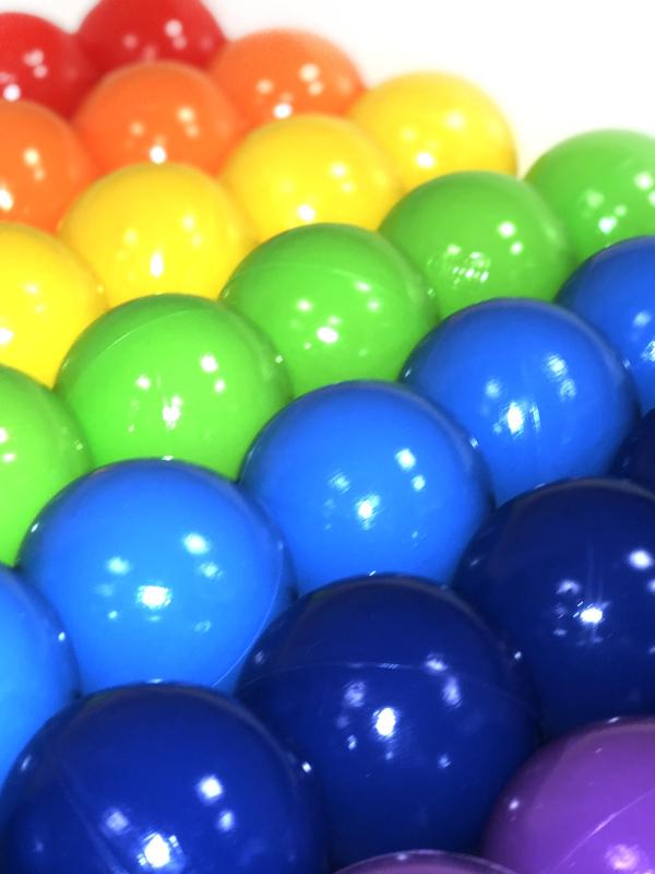 рисунок картинка шаров из сухого бассейна приговорили четырем
