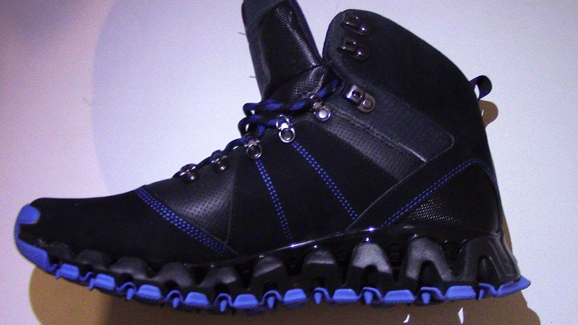 4e1867a8ec7c0b reebok zig trail mobilize mid outdoor boots